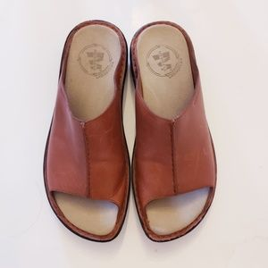 Merrell ladies 9 leather slide on sandals shoes
